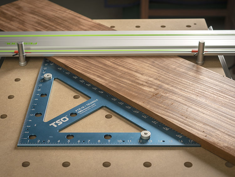 Use the PTR-18 as a fence for your 20mm worktop and use it to make jumbo angle cuts.