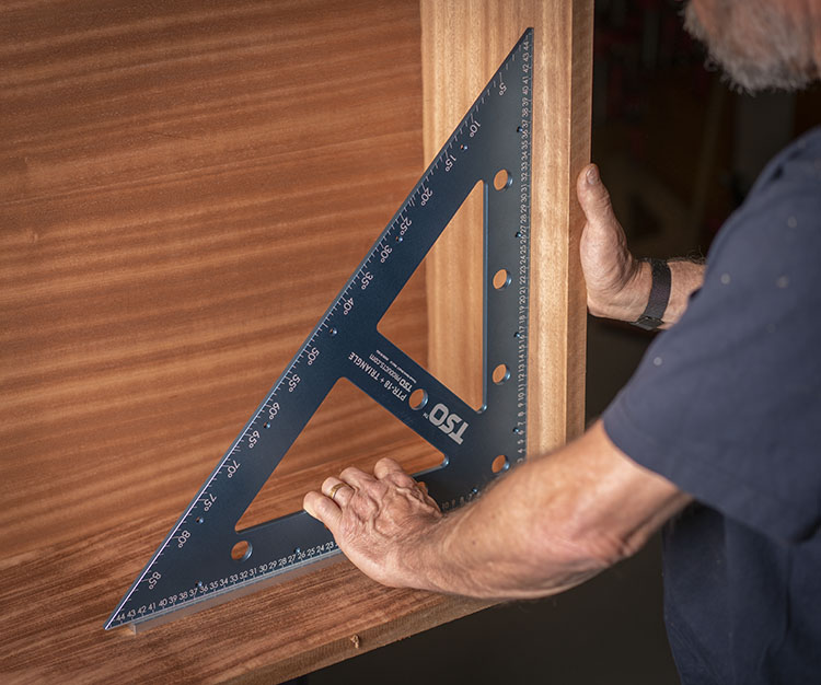 Square cabinet casing quickly with the PTR-18 and its removeable foot.